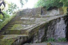 Bomarzo-piramide-etrusca