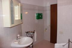 w) il bagno